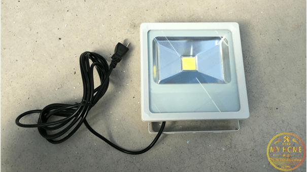 LED投光器(全体写真).png